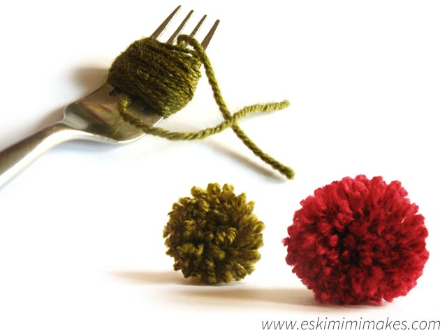 How-To-Make-PomPoms-With-Fork